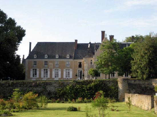 Chateau de la Barre : Chateau from garden