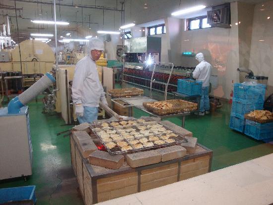 Niigtata Rice Cracker Museum: 工場