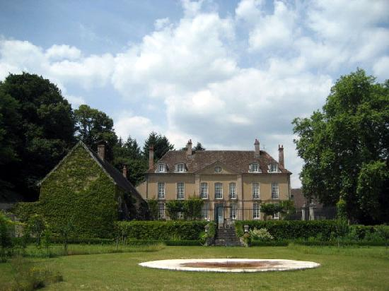 Chateau de Villette: Chateau from garden