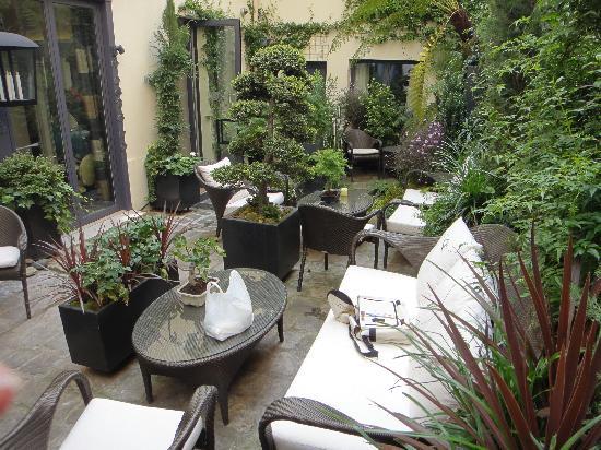 Villa Madame : Central garden area