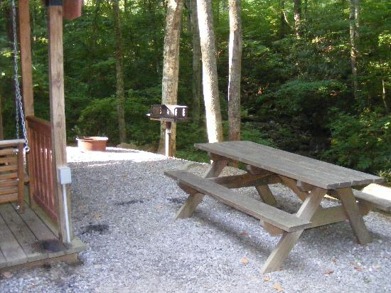 Mama Gertie's Hideaway Campground : Cabin site
