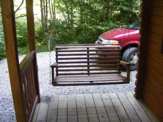Mama Gertie's Hideaway Campground : The porch swing was my favorite part of the cabin