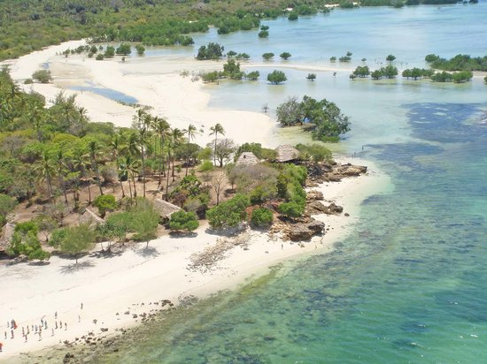 Lua Cheia Beach: The camp from the air