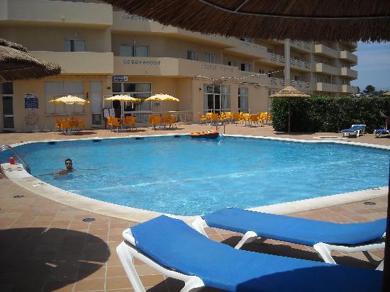 Presidente Apartamentos: piscina hotel