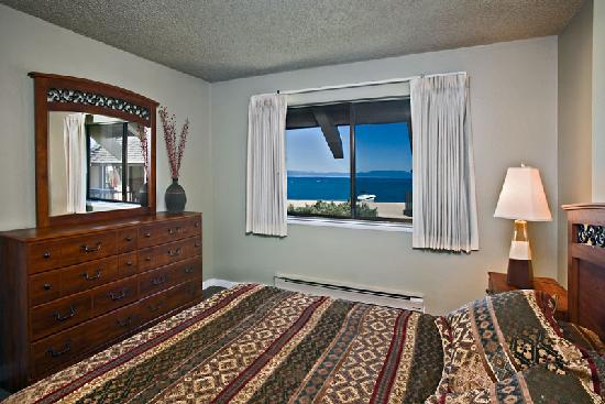 Tahoe Lakeshore Lodge and Spa: Condominium bedroom