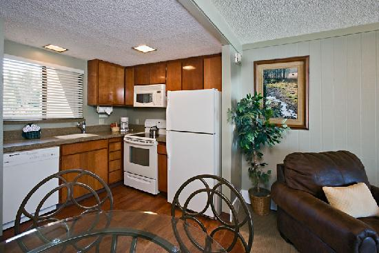 Tahoe Lakeshore Lodge and Spa : Condominium Kitchen