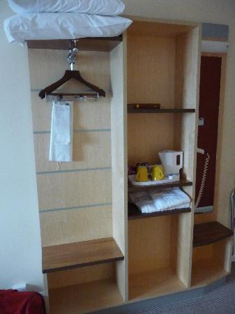 Антрим, UK: An open wardrobe, gives more room.