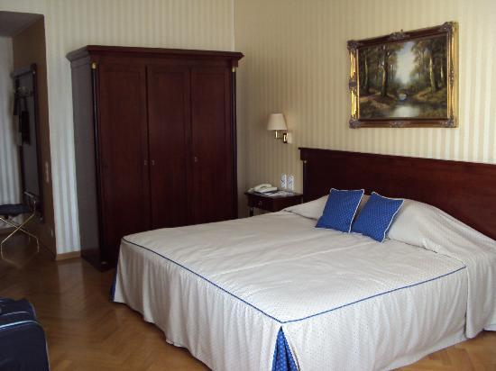 Hotel Ambassador: The bedroom
