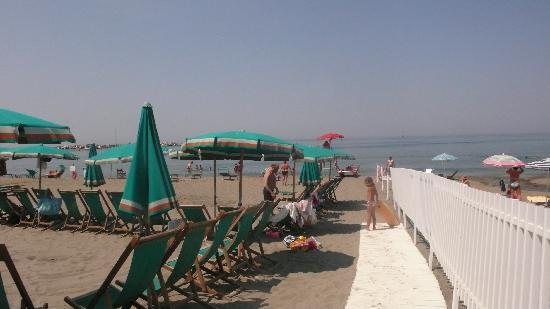 Camping Acqua Dolce : Levanto beach