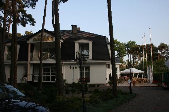 Mielno, Polen: Villa Alexander Parkplatz