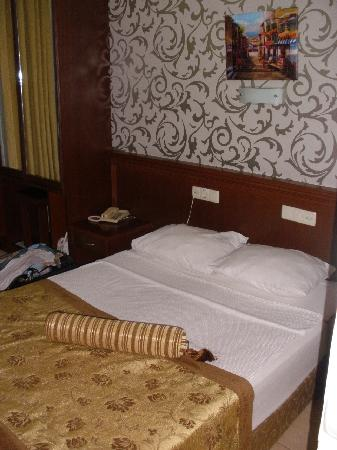 Grand Lukullus Hotel: our bedroom
