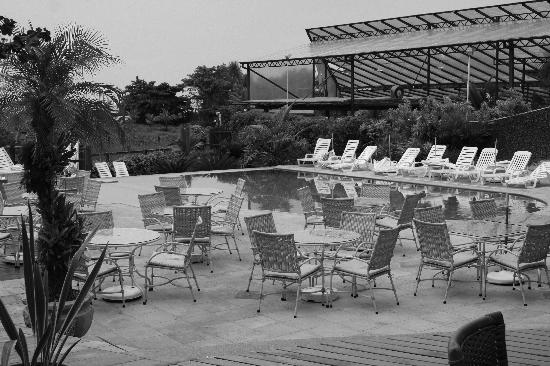 Beach Hotel Cambury: View of the pool out to the Beach