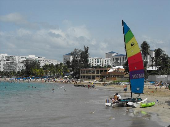 لا بلايتا: view of the beach to one side of the hotel