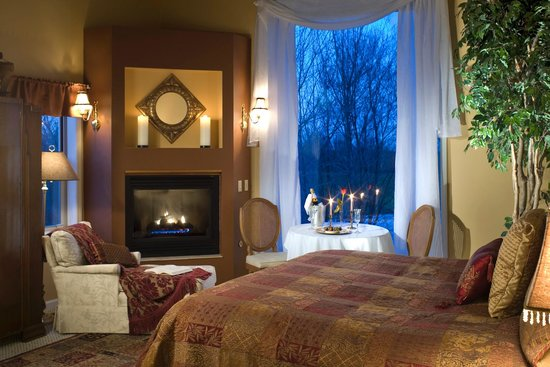 Castle in the Country Bed & Breakfast Inn: 8 of our rooms feature oversize whirlpool tubs and fireplaces