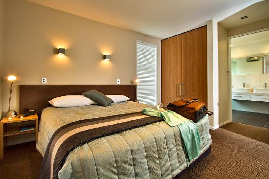 ذا فيرويز أبارتمنتس: Master Apartment bedroom