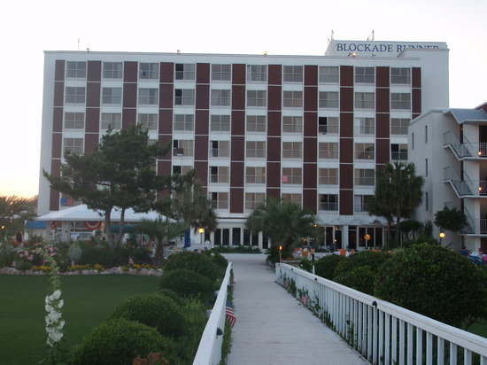 Blockade Runner Beach Resort : Main building from the back
