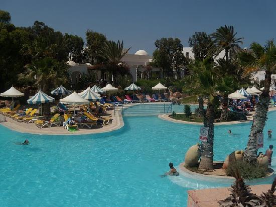 La piscine photo de winzrik resort thalasso djerba for Thalasso quiberon piscine