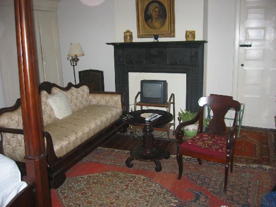 Cottage Plantation: sitting area of upstairs room