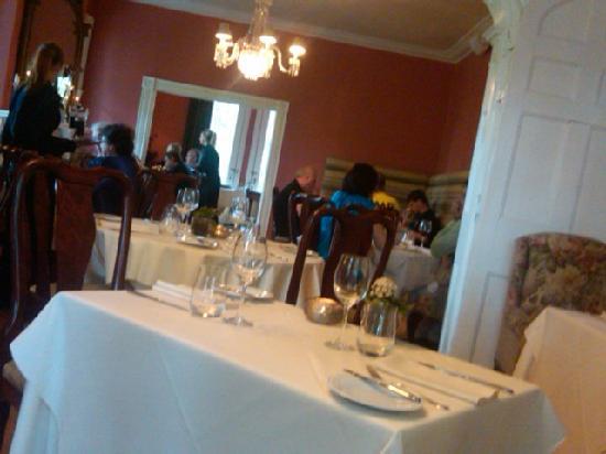 Hob Nob Restaurant: tables