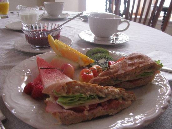Gite Loiselle B&B : My husband doesn't eat eggs - they had a delicious breakfast option for him