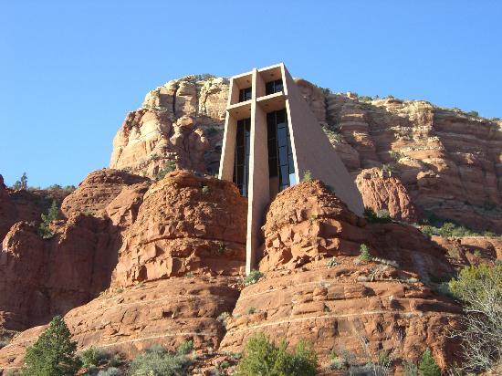 Chapel of the Holy Cross: 十字架のすぐ下の道路から撮影