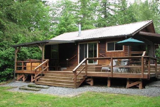 BaseCamp Cottages: Creekside Back