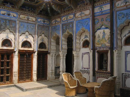 Ramgarh Fresco : courtyard