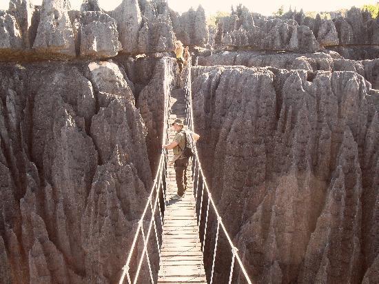 Antsirabe, Madagascar: le pont suspendu aux Tsingy