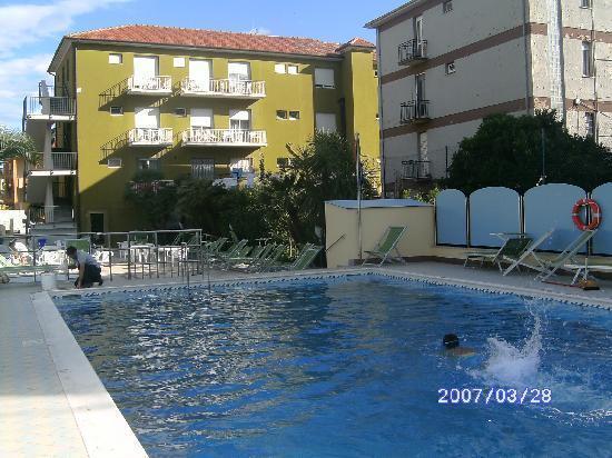 Hotel Miriam: hotel e piscina