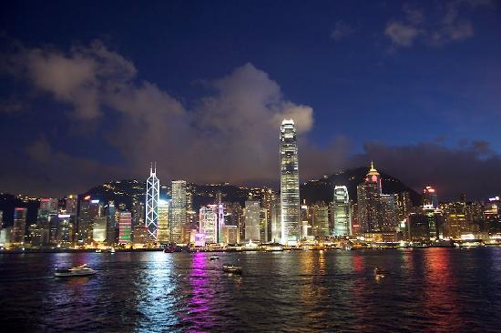 Mandarin Oriental, Hong Kong: Convenient location to HK and Kowloon destinations (photo from Kowloon side)