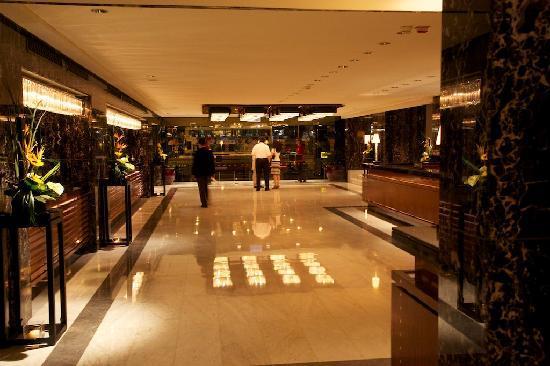 Mandarin Oriental, Hong Kong : Elegant Lobby