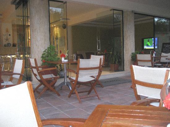 Hotel Ammos: Early Evening Pool Bar