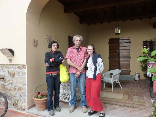 A Casa di Olivo: Laura, Maura e avventrice in relax