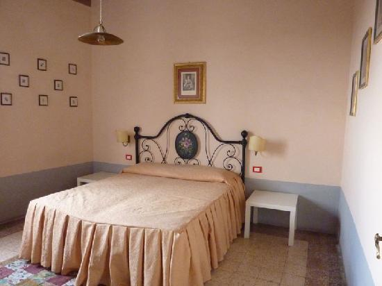Locanda di San Martino Siena Residenza d'Epoca: the bedroom