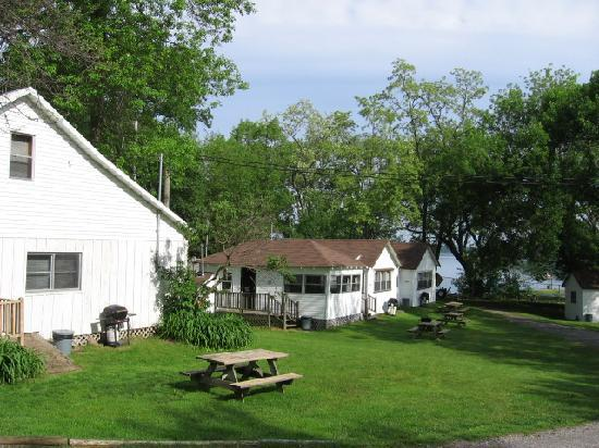 Plank Road Cottages & Marina: Grounds