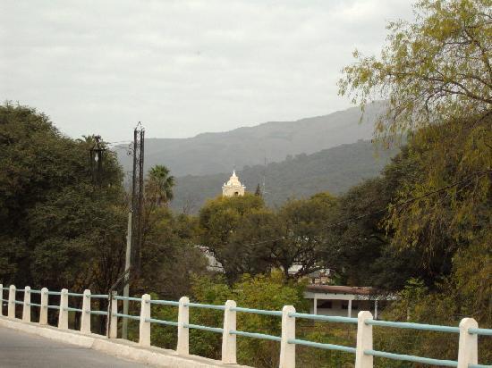 Bo Hotel de Encanto & Spa: Chicoana desde puente de ingreso.