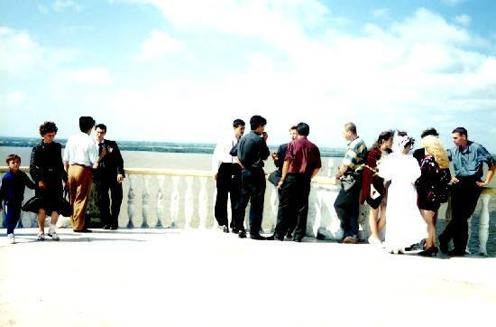 Amur cliff: 結婚式を終えたカップル