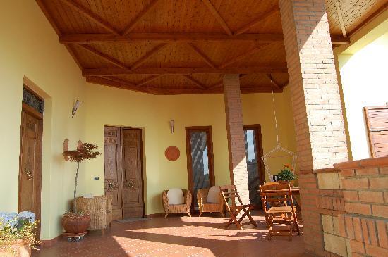 Country House Il Melograno: Portico