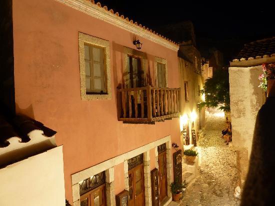 Monopati Residence: Night shot