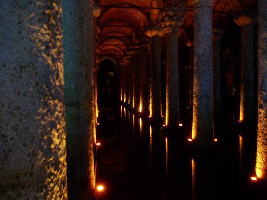 Стамбул, Турция: 地下宮殿!