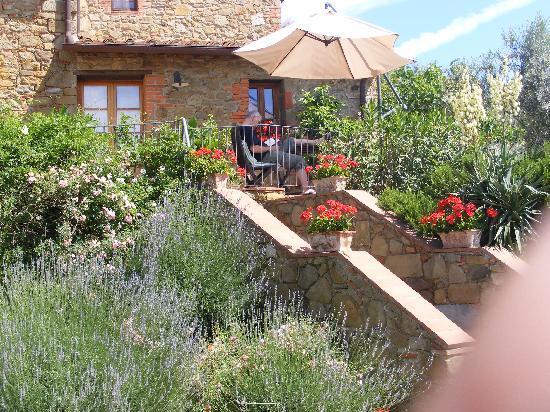 Ventena Vecchia - Antico Frantoio: Terrasse vor dem Appartment