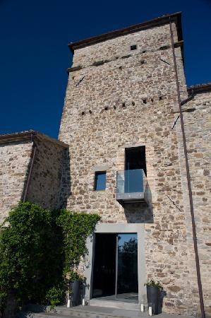 Torre di Moravola: around 'back'