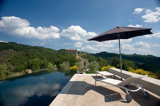 Torre di Moravola: the sensational pool