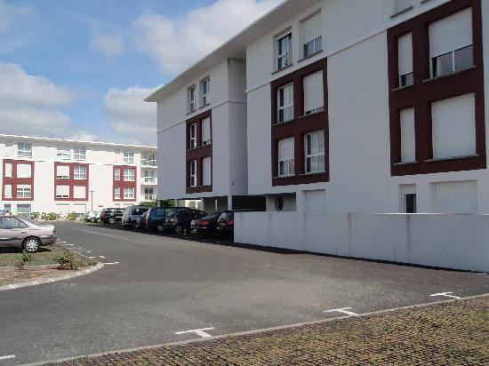 All Suites Appart Hotel Bordeaux Merignac : beau batiment neuf