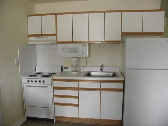 American Classic Suites Johnson City: Closeup of kitchen-lots of cabinet space!