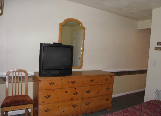 American Classic Suites Johnson City: Nice full size dresser