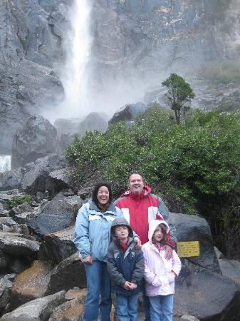 North Pines Campground: Briadal Veil Falls...very cool and easily accessible!