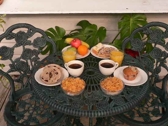 Wicker Guesthouse: Complimentary Breakfast