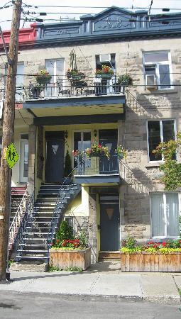 أتموسفير بي آند بي: My room was on the top floor - private balcony which was quite nice.