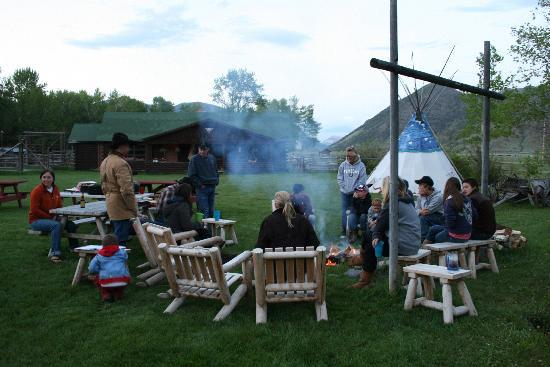 7D Ranch : campfire in evening